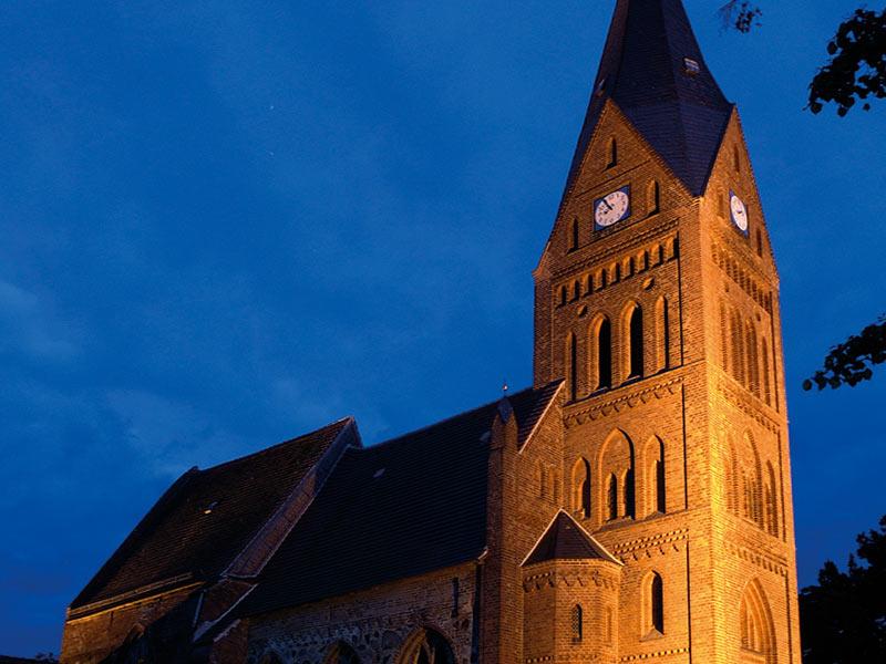 St.-Bartholomäus-Kirche am Abend | © Stadt Ribnitz-Damgarten