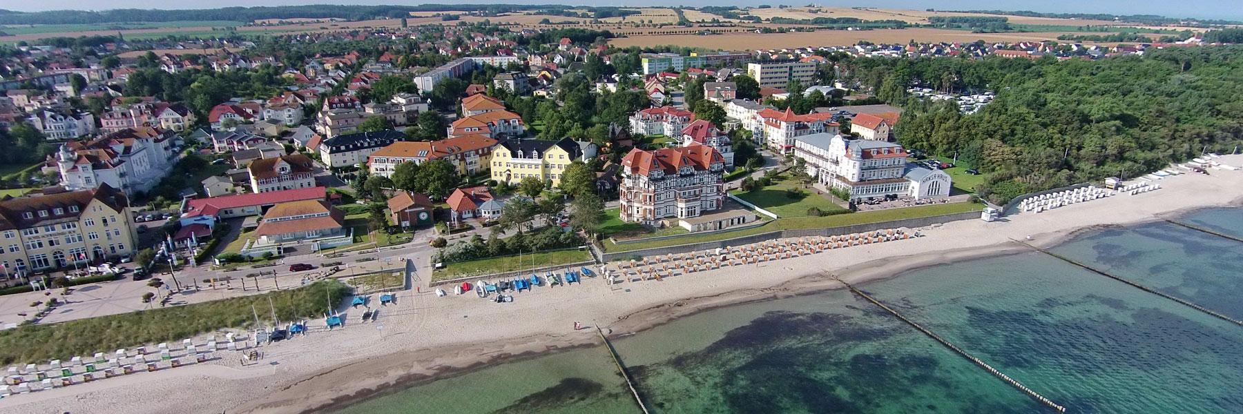 Ostseestrand und Promenade - Hotel Garni Esplanade
