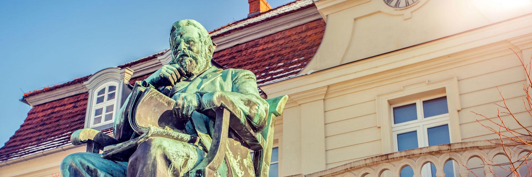 Denkmal - Fritz-Reuter-Literaturmuseum