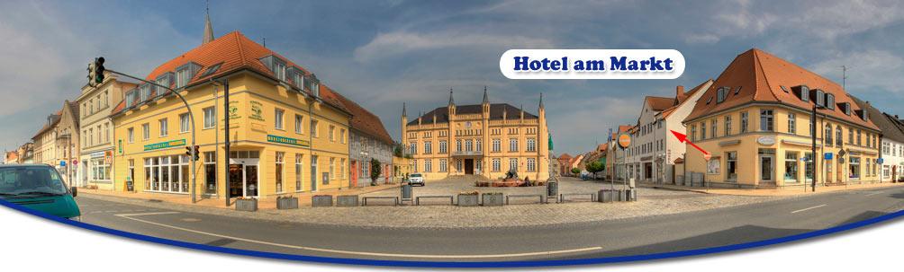 Marktplatz von Bützow mit dem Hotel am Markt