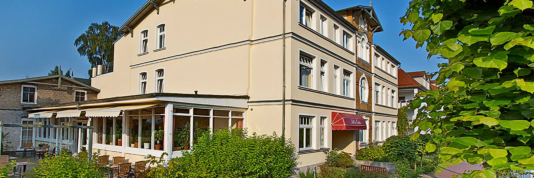 Terrasse und Wintergarten - Villa Edda (Hotel Garni - Ferienwohnungen - Appartements)