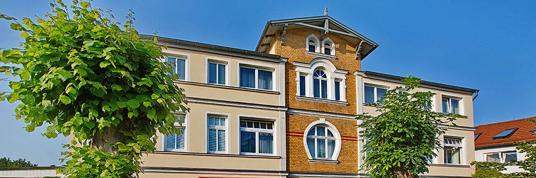 Vorderansicht - Villa Edda (Hotel-Garni - Ferienwohnungen - Appartements)