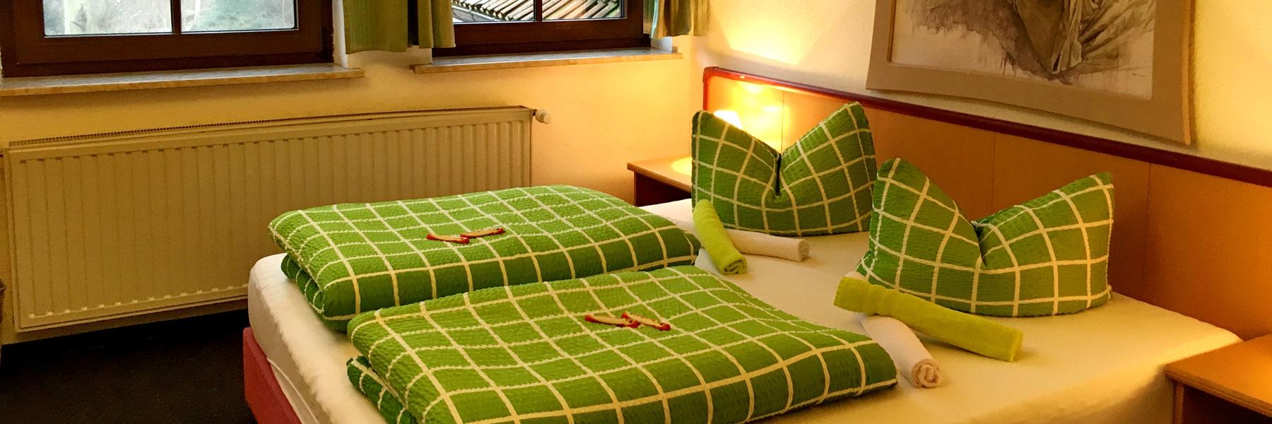 """Schlafzimmer - Gasthaus & Pension """"Zur Eiche"""""""