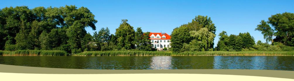 Schloss Duckwitz direkt am See