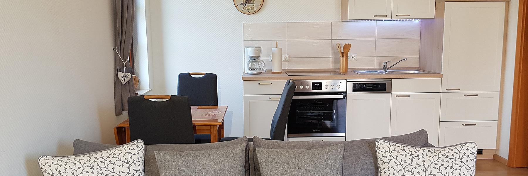 Wohnraum mit Küche - Ferienwohnungen Oliver Stechow