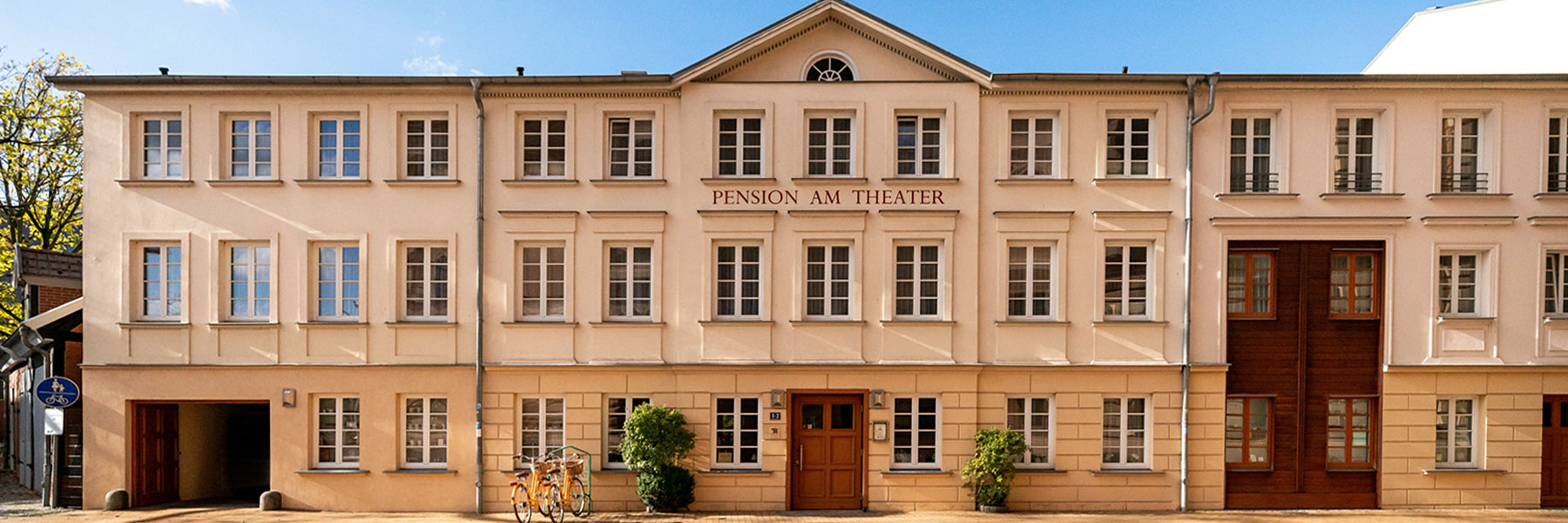 Fassade Pension - Hotel - Pension am Theater