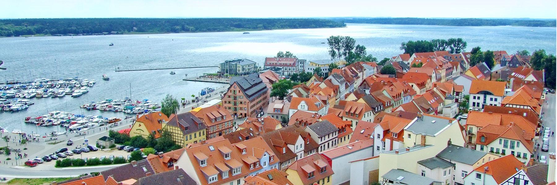 Luftbild Waren - Ferienwohnungen Zum Yachthafen