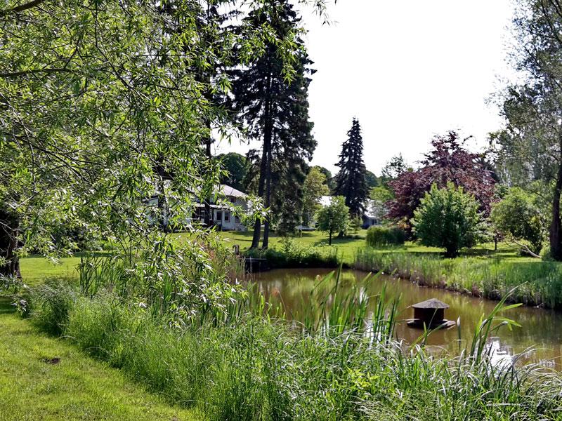 Ferienhof mit Park und Teich