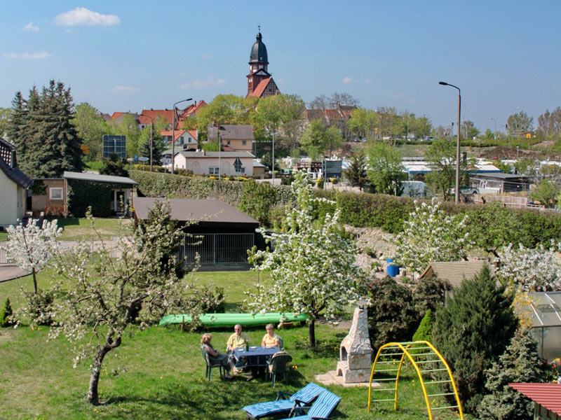 Blick vom Garten auf Waren (Müritz)
