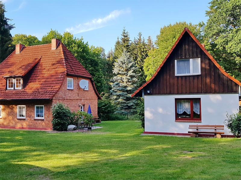 2 Ferienhäuser auf idyllischem Grundstück