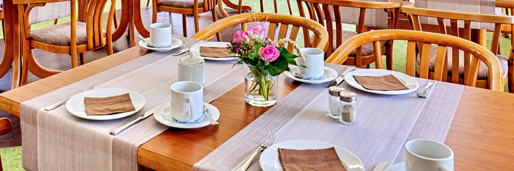 Frühstückstisch - Hotel Carmina am See