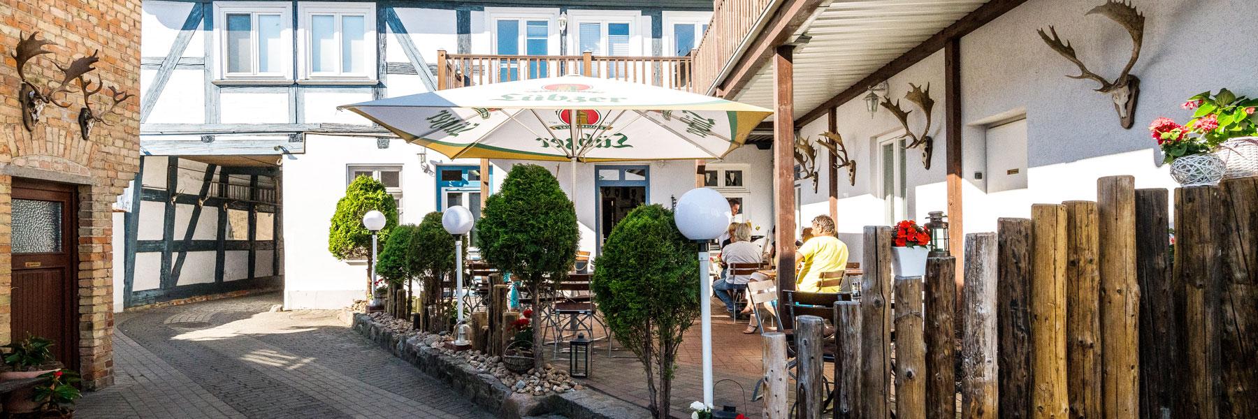 """Hofansicht - Restaurant & Ferienwohnungen """"Blaue Maus"""""""