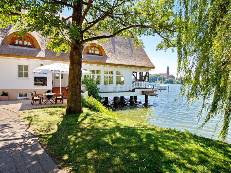 Seglerheim direkt am Ufer der Müritz