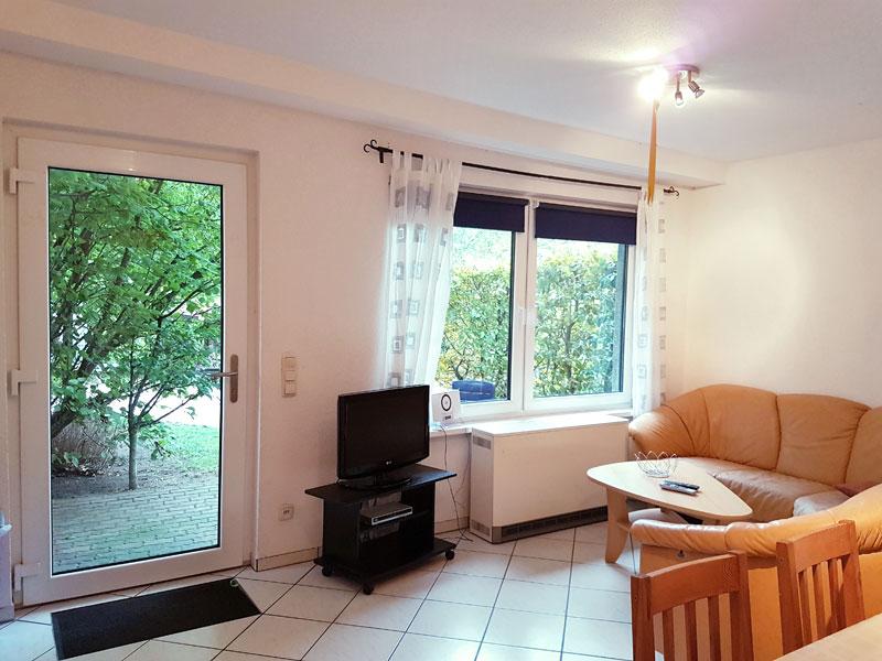 Fewo Emma - Wohnraum mit Couchecke und TV