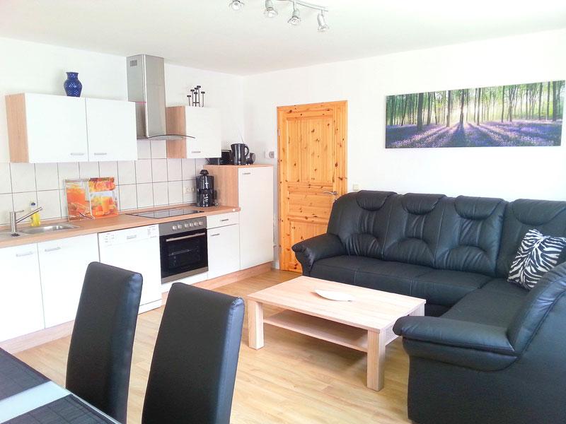 Fewo Hans - Wohnraum mit Küche