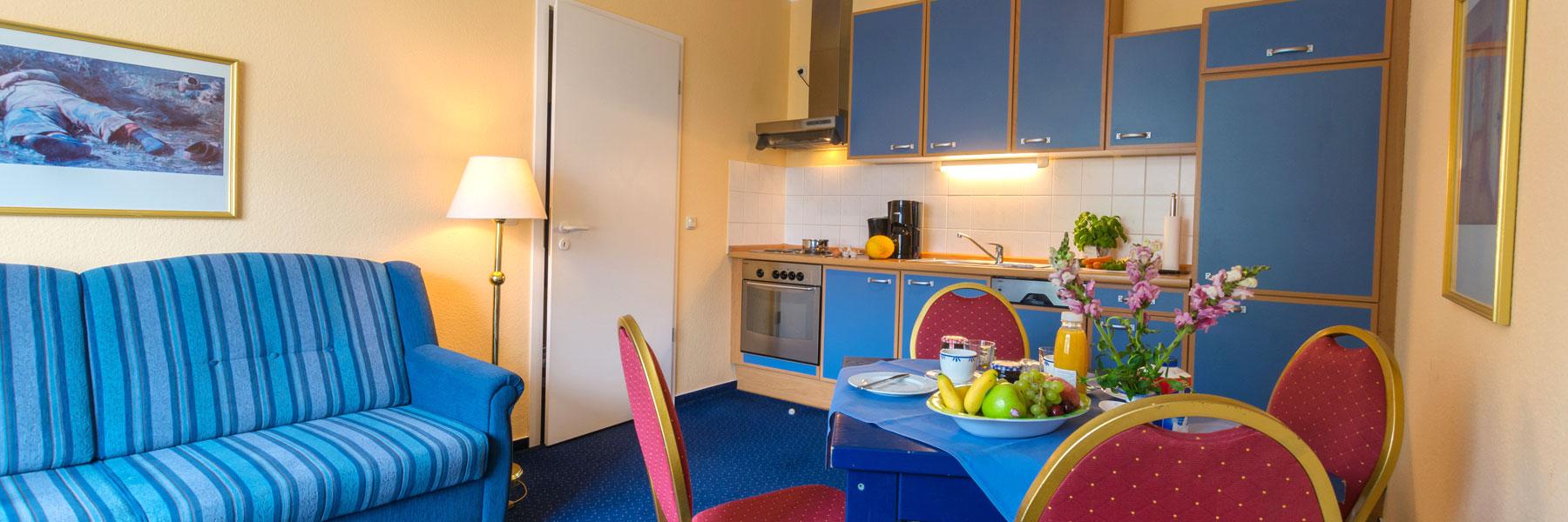 """Wohnraum mit Küche - Apartmenthaus """"Villa Norden"""""""