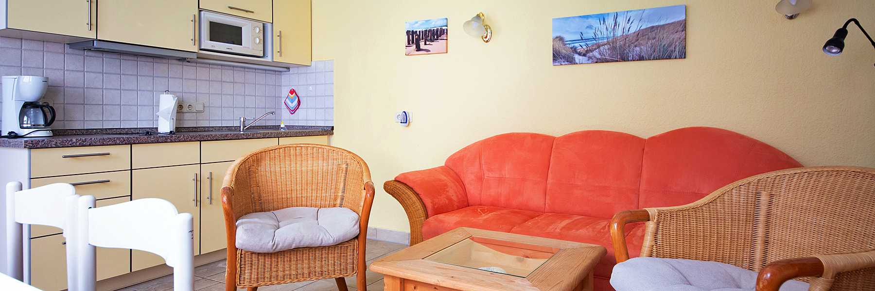 Wohnraum mit Küche - Ferienwohnungen im Fischerhus
