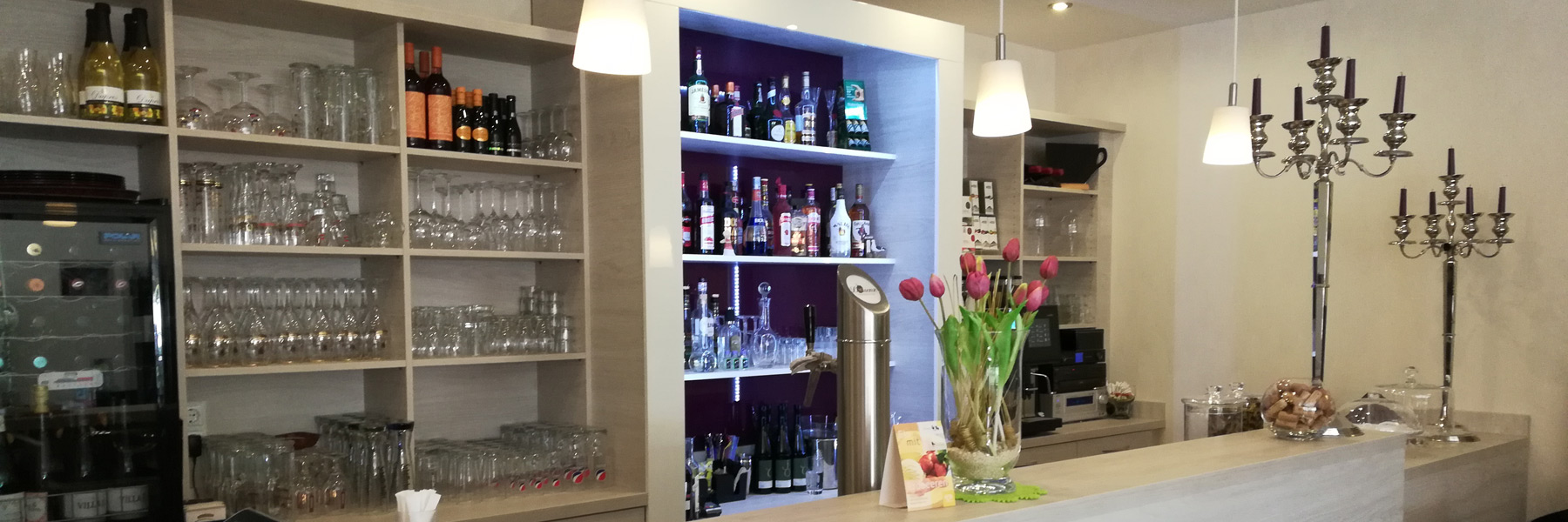 Tresen mit Tulpen - Restaurant & Café Lorenz