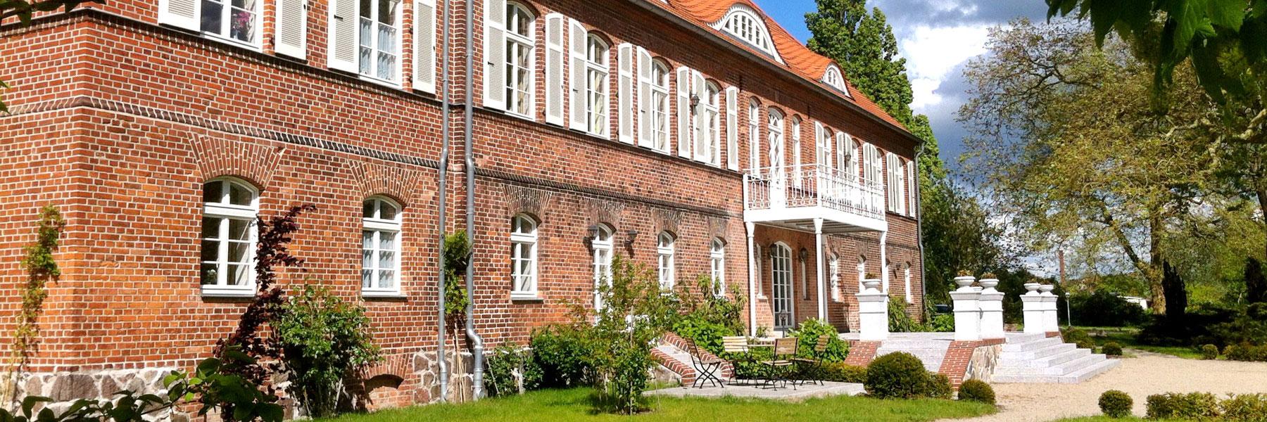 Außenansicht - Schloss Pütnitz
