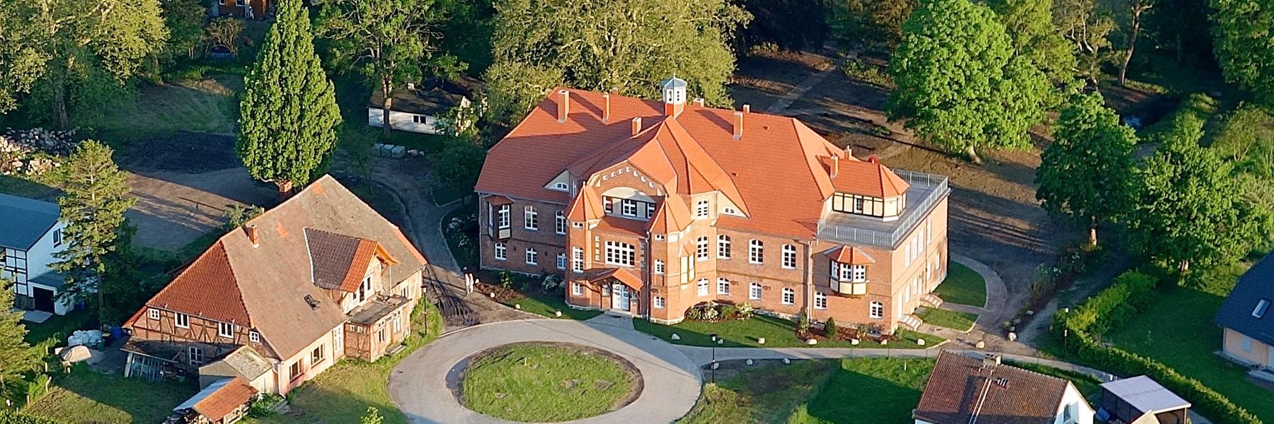 Luftaufnahme - Schloss Pütnitz