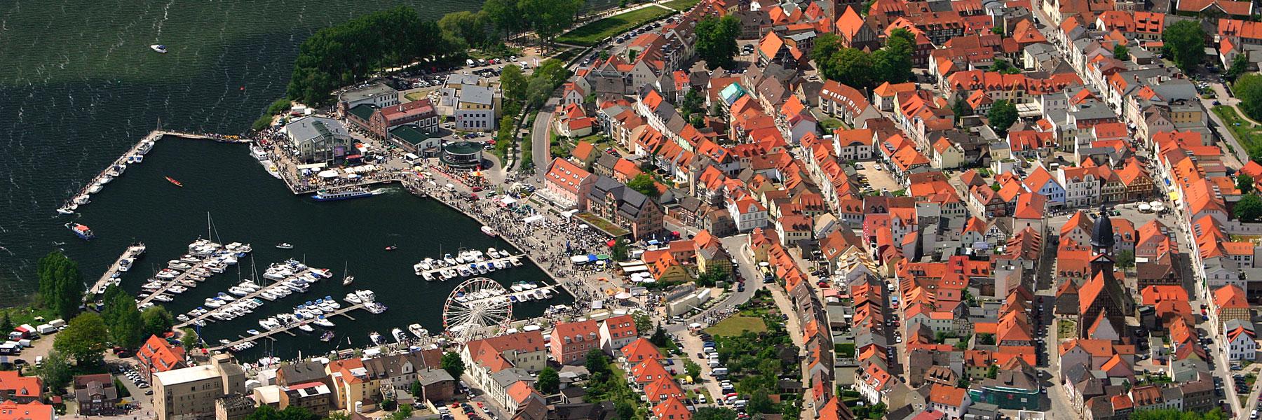 Luftaufnahme von Waren (Müritz) - Apartmenthaus Waren