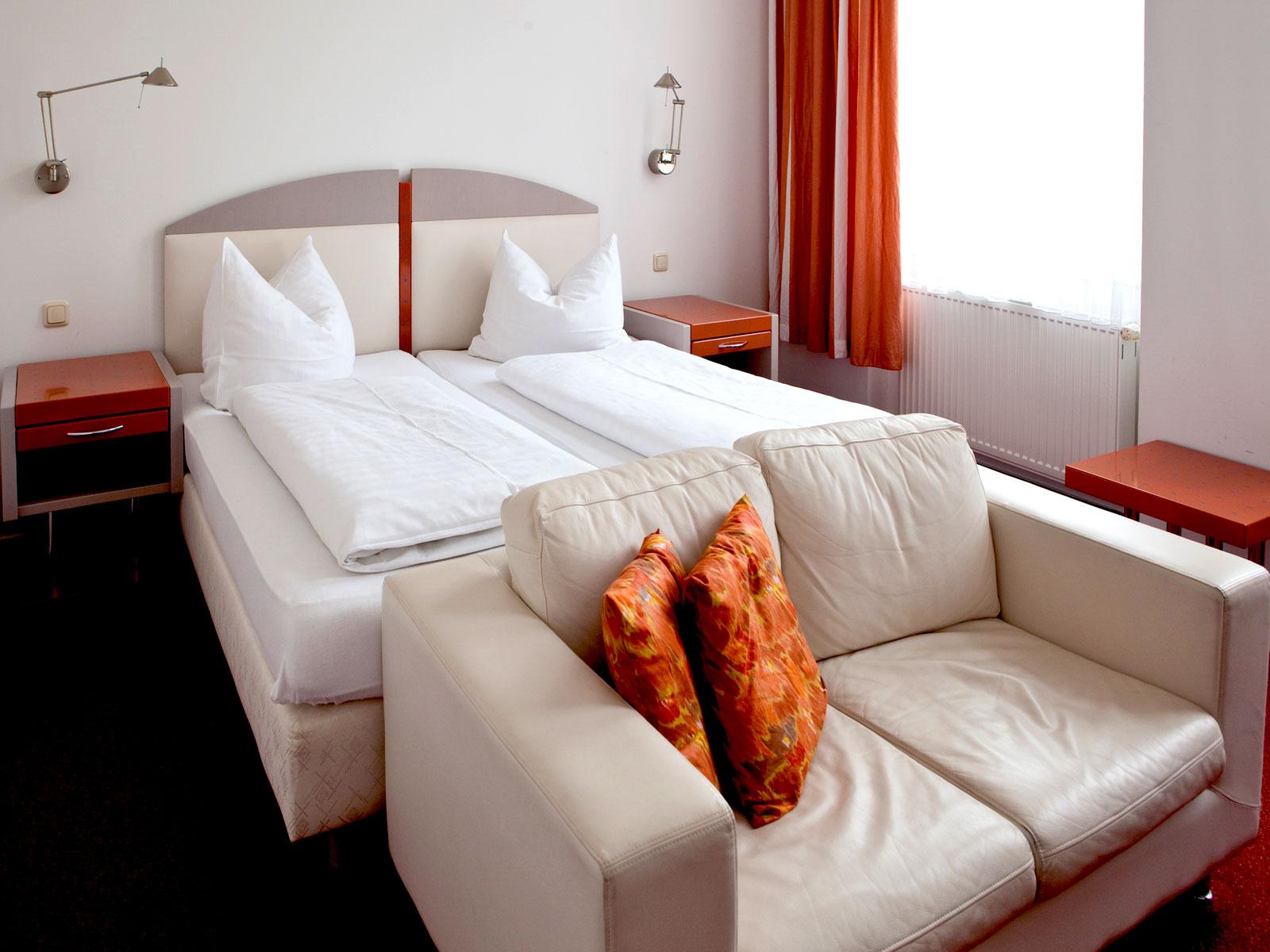 abl/hotel-adler-garni-greifswald-doppelbettzimmer.jpg