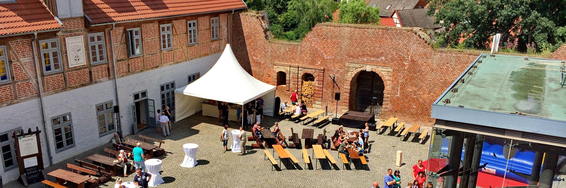 Hofansicht - Burg Restaurant und Eventgastronomie