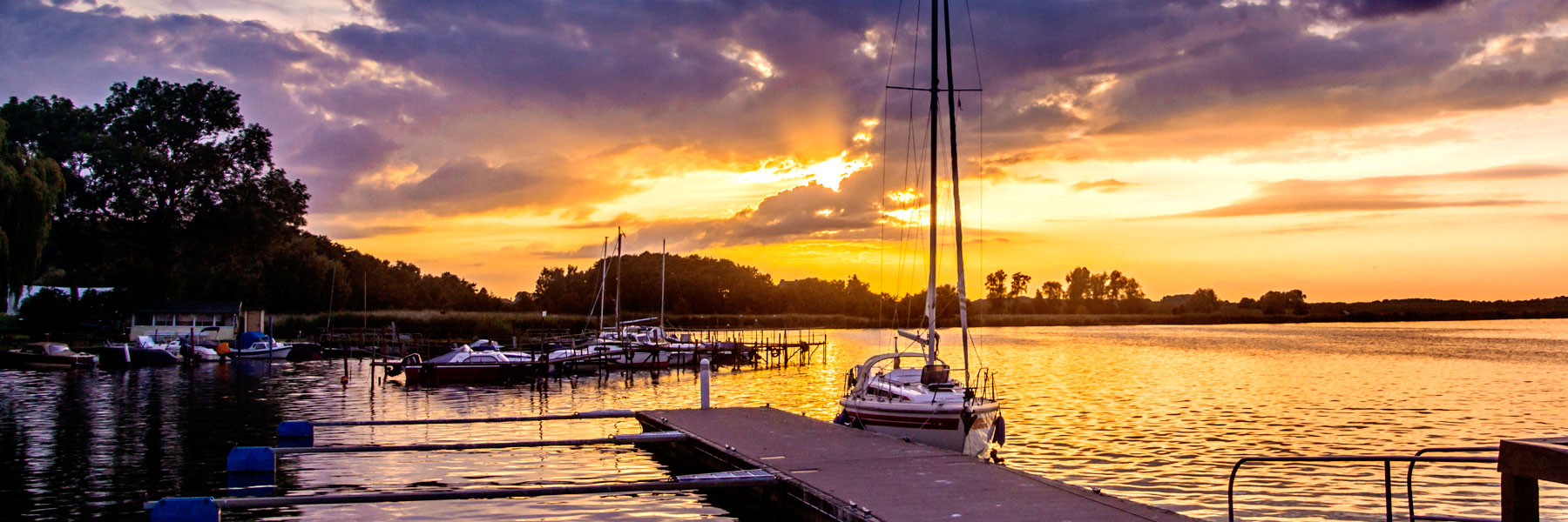 Hafen im Sonnenuntergang - Naturcamping Lassan