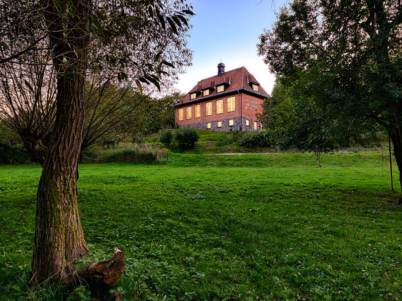©JRE | Das Hotel & Restaurant Alte Schule inmitten des eiszeitlich geprägten Naturparks Feldberger Seenlandschaft.
